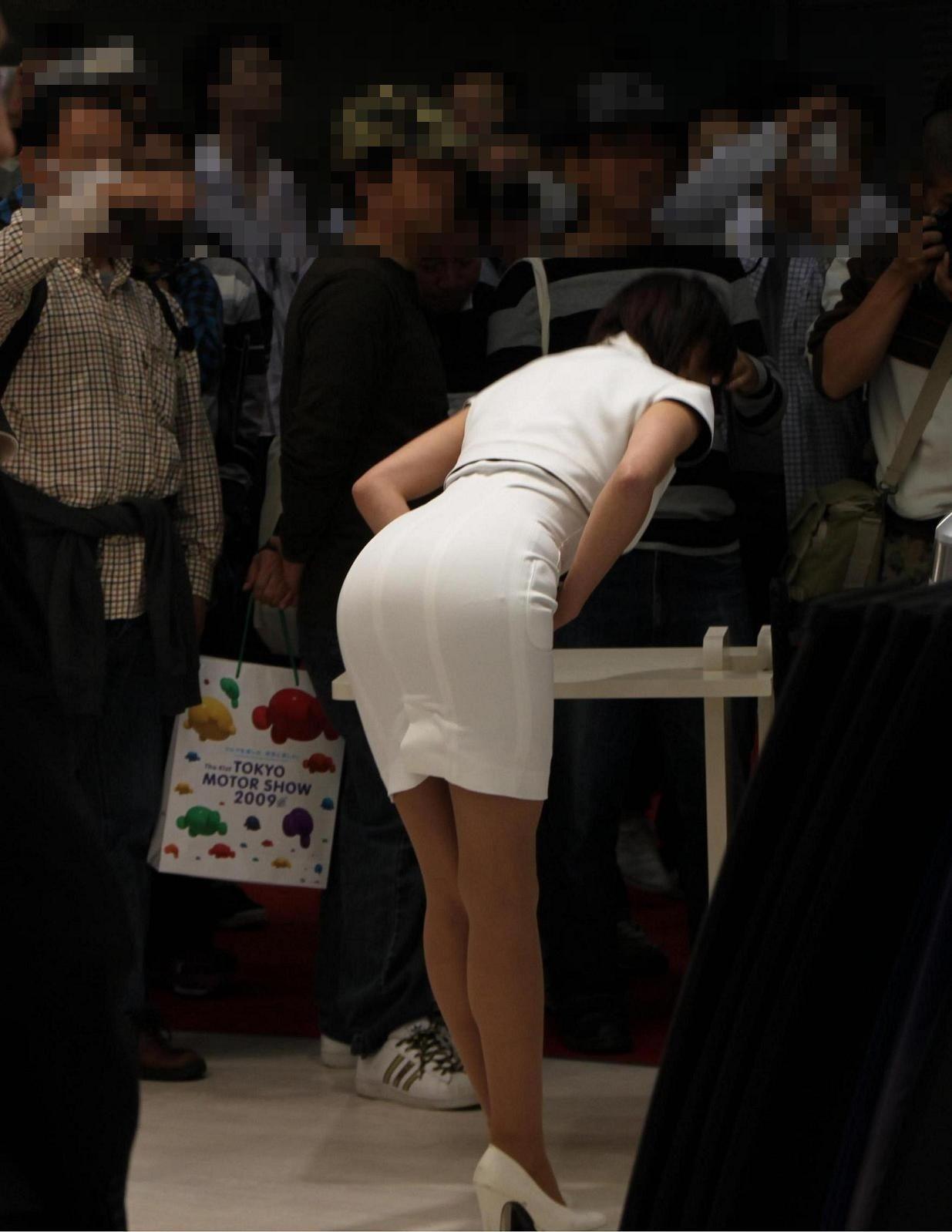 【キャンギャルエロ画像】こんなワガママハミ尻が見放題!イベントのキャンギャル達(゚A゚;)