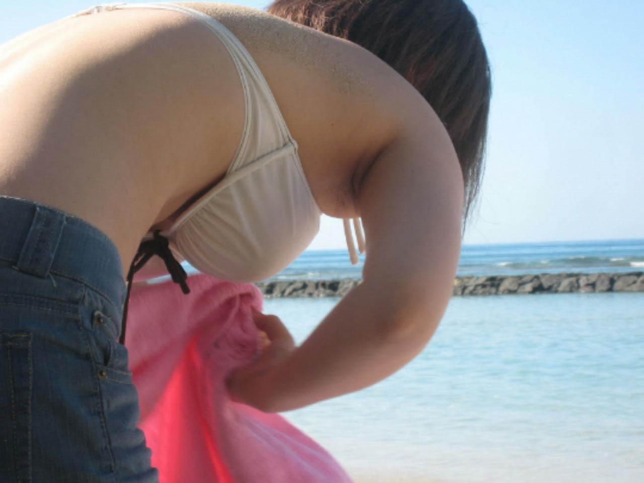 【水着エロ画像】夏に年中期待するのはビキニ乳はいつでも良いモノだからです!(;´∀`)