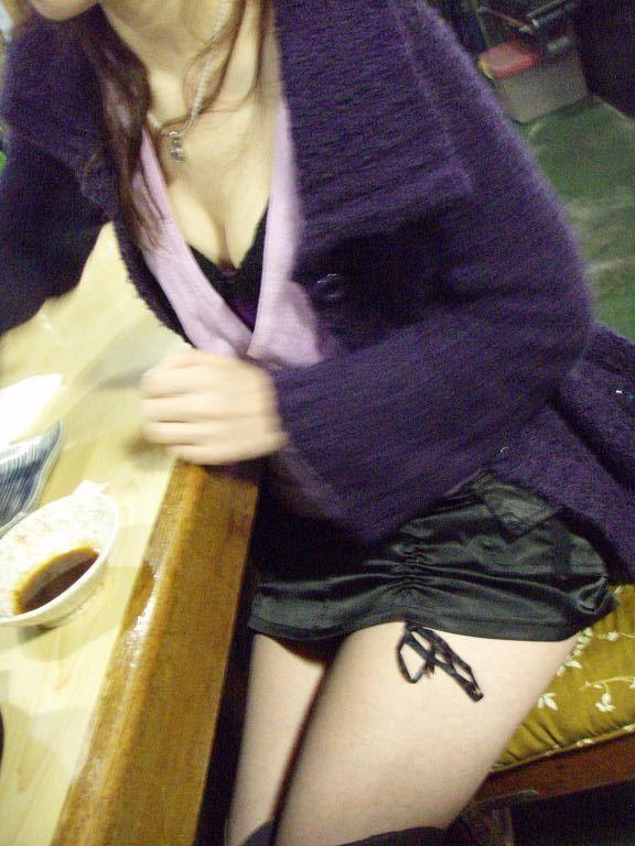 【谷間エロ画像】一般人とは思えぬほどに攻撃的な着衣巨乳と谷間に接近!(;゚Д゚)
