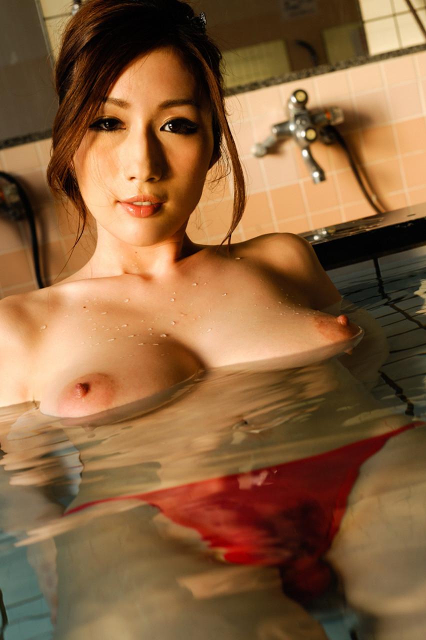 【JULIAエロ画像】見事な神乳!Jカップくびれボインの女神・JULIA!(;´Д`)