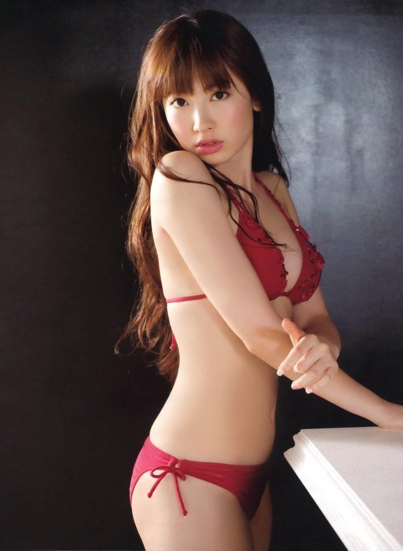 【小嶋陽菜エロ画像】AKB時代から隠れ巨乳だった!?元アイドルでモデルなこじはるの肢体(;´Д`)