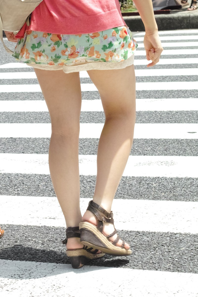 【美脚エロ画像】寒くなろうがやはり見放題な街角に溢れるムチムチ美脚撮り!(;´∀`)