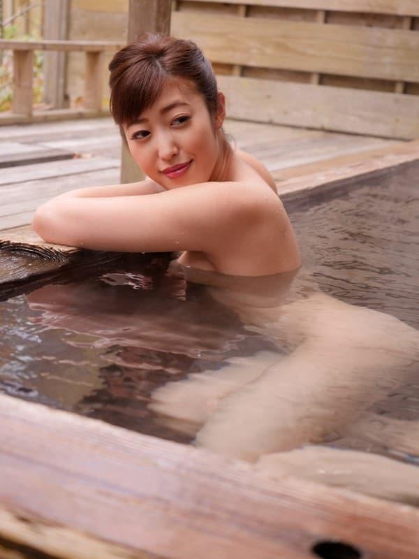【水野朝陽エロ画像】巨乳もだけど…尻はもっと凄く大きい水野朝陽!(;´Д`)