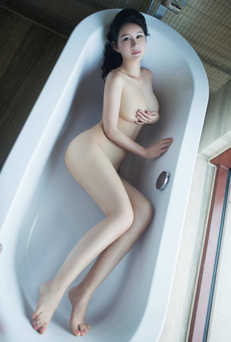 【中国人エロ画像】同じアジア人種なのに不思議な興奮が!?中国人の美乳ヌード