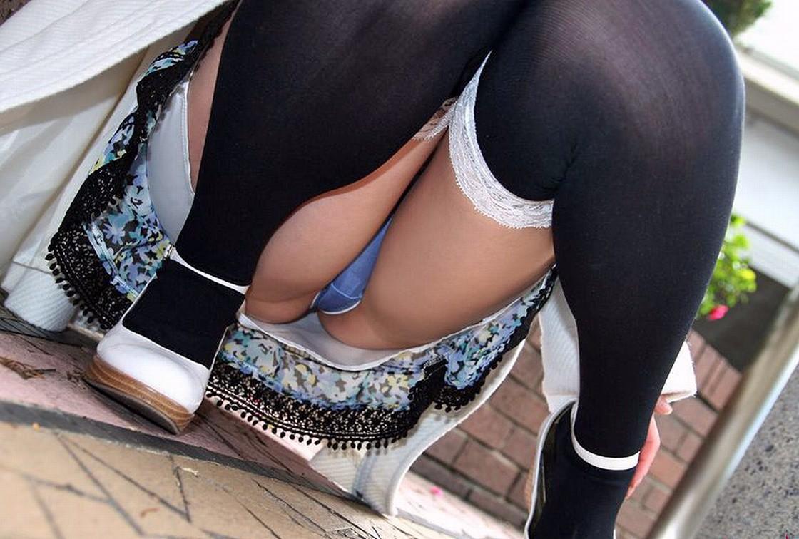 【股間エロ画像】その奥にはどんなワレメが…美マンの隠れたお股に接近!(;´Д`)