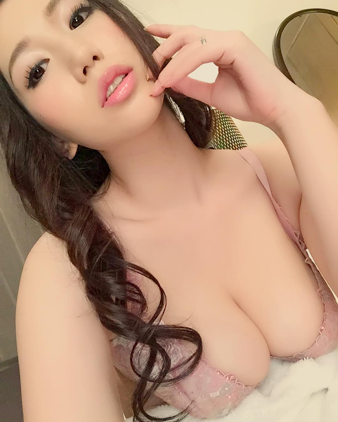 【佐山愛エロ画像】平成生まれHカップ!佐山愛の凄すぎる豊満ボディ(;゚Д゚)