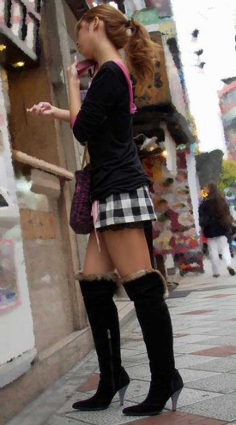 【美脚エロ画像】出して当然でも好きな人には見逃せない街角美脚観察!(;^ω^)