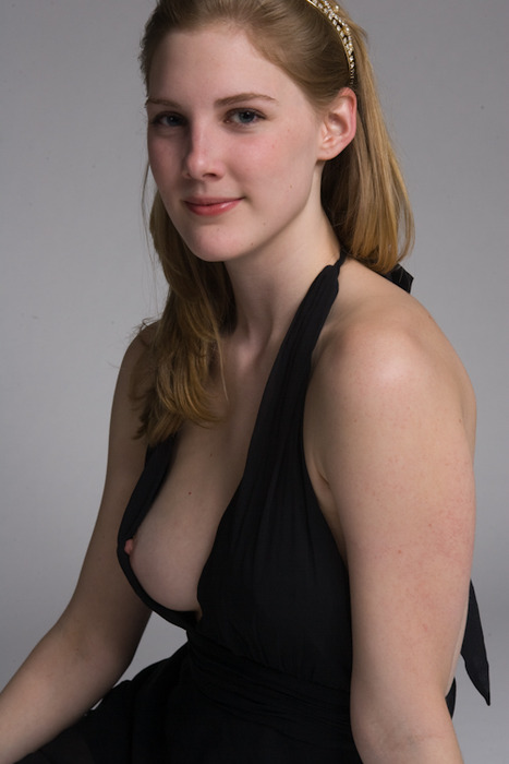 【乳首チラエロ画像】ノーガード主義な海外女性たちの乳首が見え過ぎて草も生えない(゚A゚;)