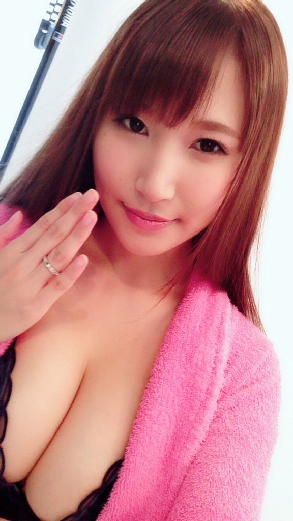 【三原ほのかエロ画像】肛門プレイも凄い巨乳お姉さん・三原ほのか!(;´Д`)