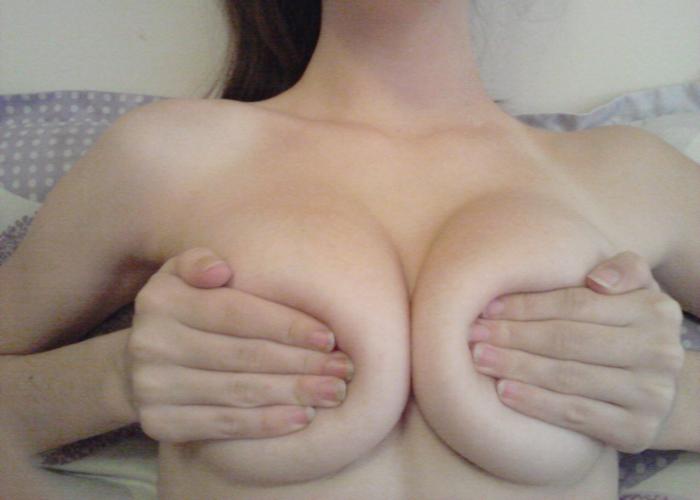 乳首はお預け手ブラエロ画像