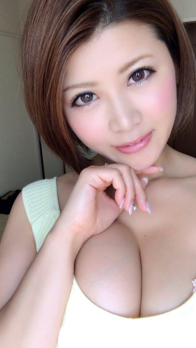 【推川ゆうりエロ画像】数値以上の美爆乳では!?セクシー美女・推川ゆうり(;´∀`)