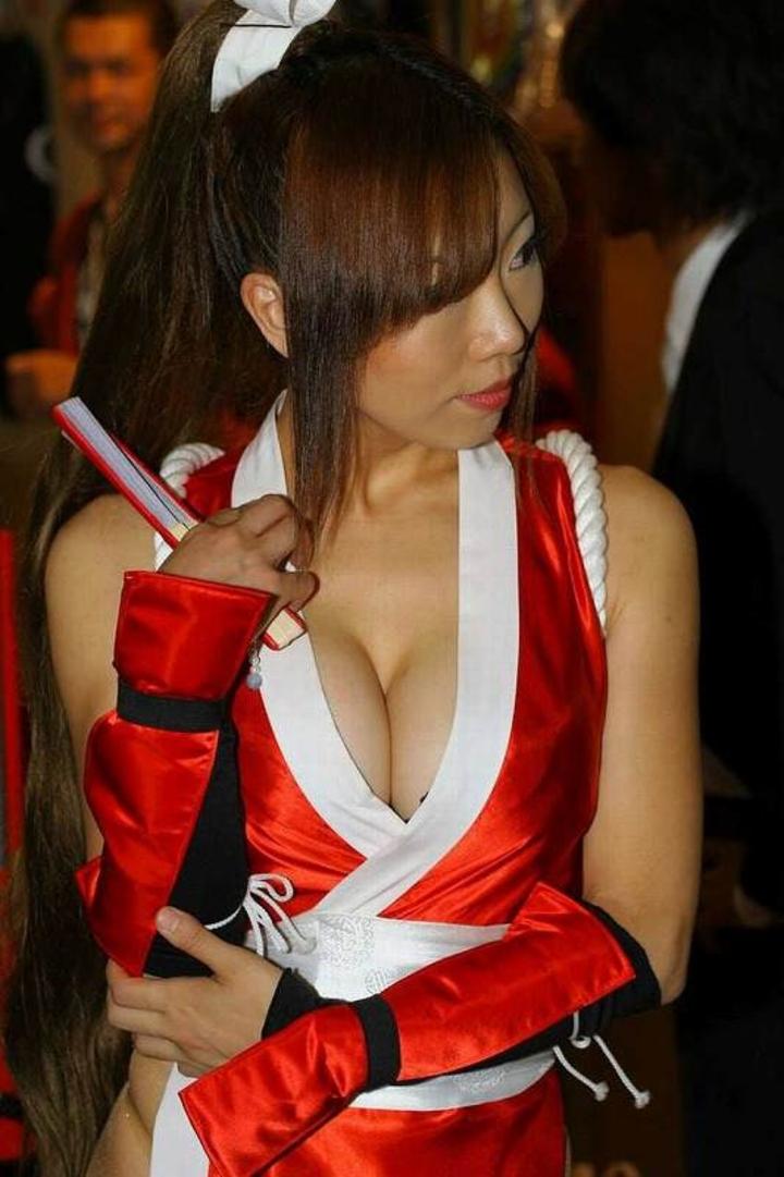 【コスプレエロ画像】谷間とハミ乳は積極的に出す巨乳コスプレイヤー!(;^ω^)