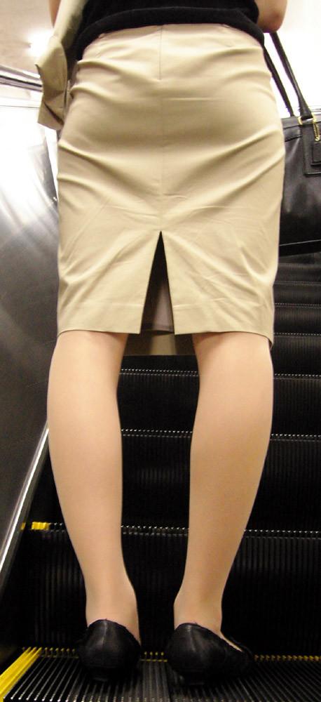 【着尻エロ画像】冬場でも目立つ人は普通にいるムッチリ着衣尻!(;・∀・)