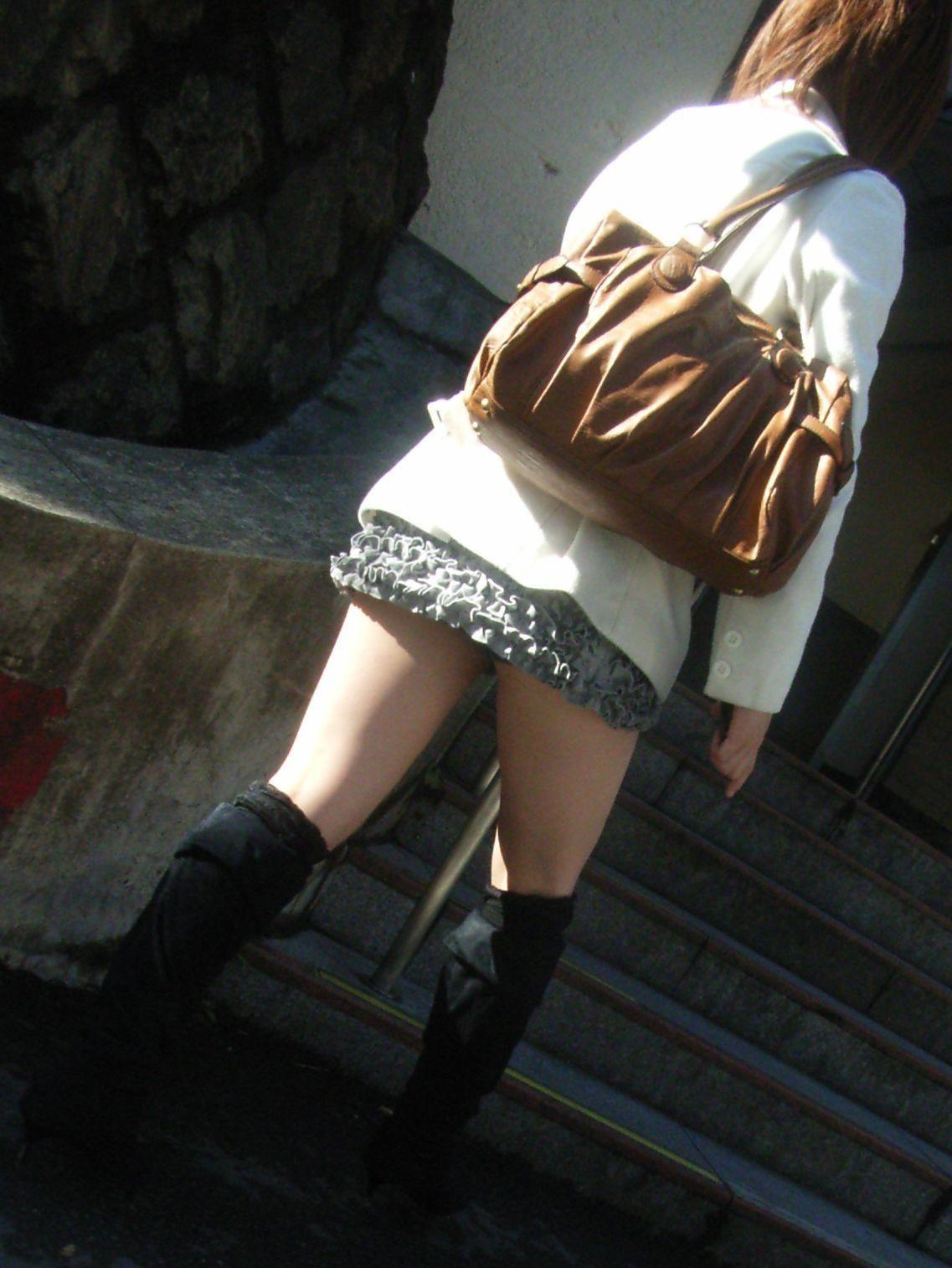 【太ももエロ画像】やはりムチムチが一番な肉付き素晴らしい女子の太もも!(;^ω^)