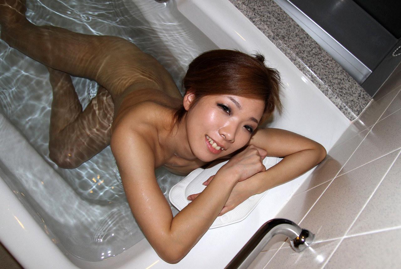 【入浴エロ画像】一緒に入ってする事はもちろん…女の子のお風呂タイムにお邪魔!(;´∀`)