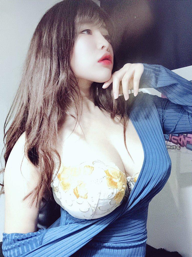 【葉月美音エロ画像】元グラドルでミニマムJカップ美巨乳な葉月美音!
