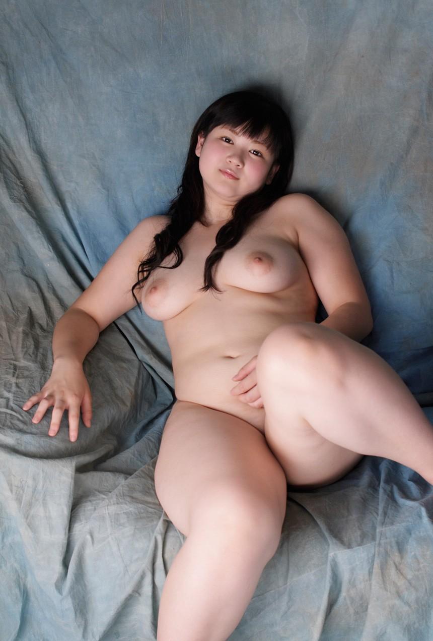 【豊満エロ画像】女上位は大変そう…抱き心地は折り紙付きのちょいぽちゃ女体(;・∀・)