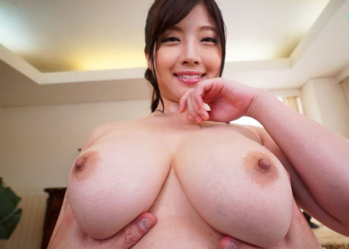 Kカップにまで成長した爆乳お姉さん・中村知恵のエロ画像