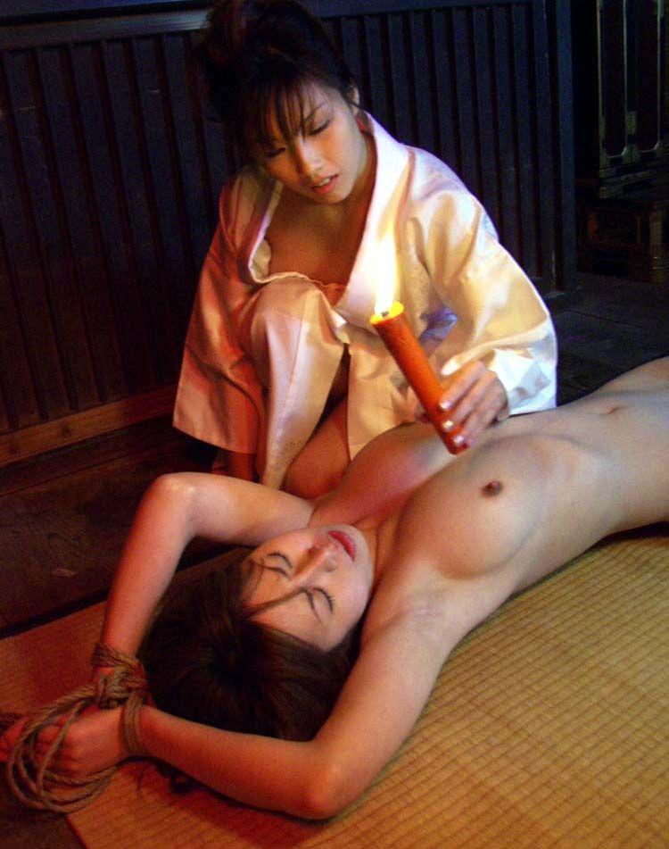 【SMエロ画像】同性のペットと戯れ中wレズな女王様によるM女調教(*´д`*)