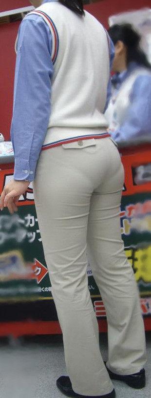 【着尻エロ画像】寒い時期でもピチピチは変わらない街角着尻チェック!(;^ω^)