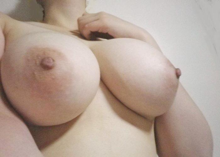 【自撮りエロ画像】今宵のおかずはコレでイク!無名な女神達の自撮り生乳(;゚Д゚)