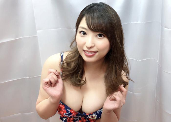 着エロ出身巨乳美女・秋山祥子のエロ画像