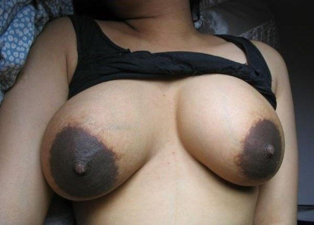 【黒乳首乳輪エロ画像】黒い乳首や乳輪見るとなぜいつもより興奮するんでしょうね