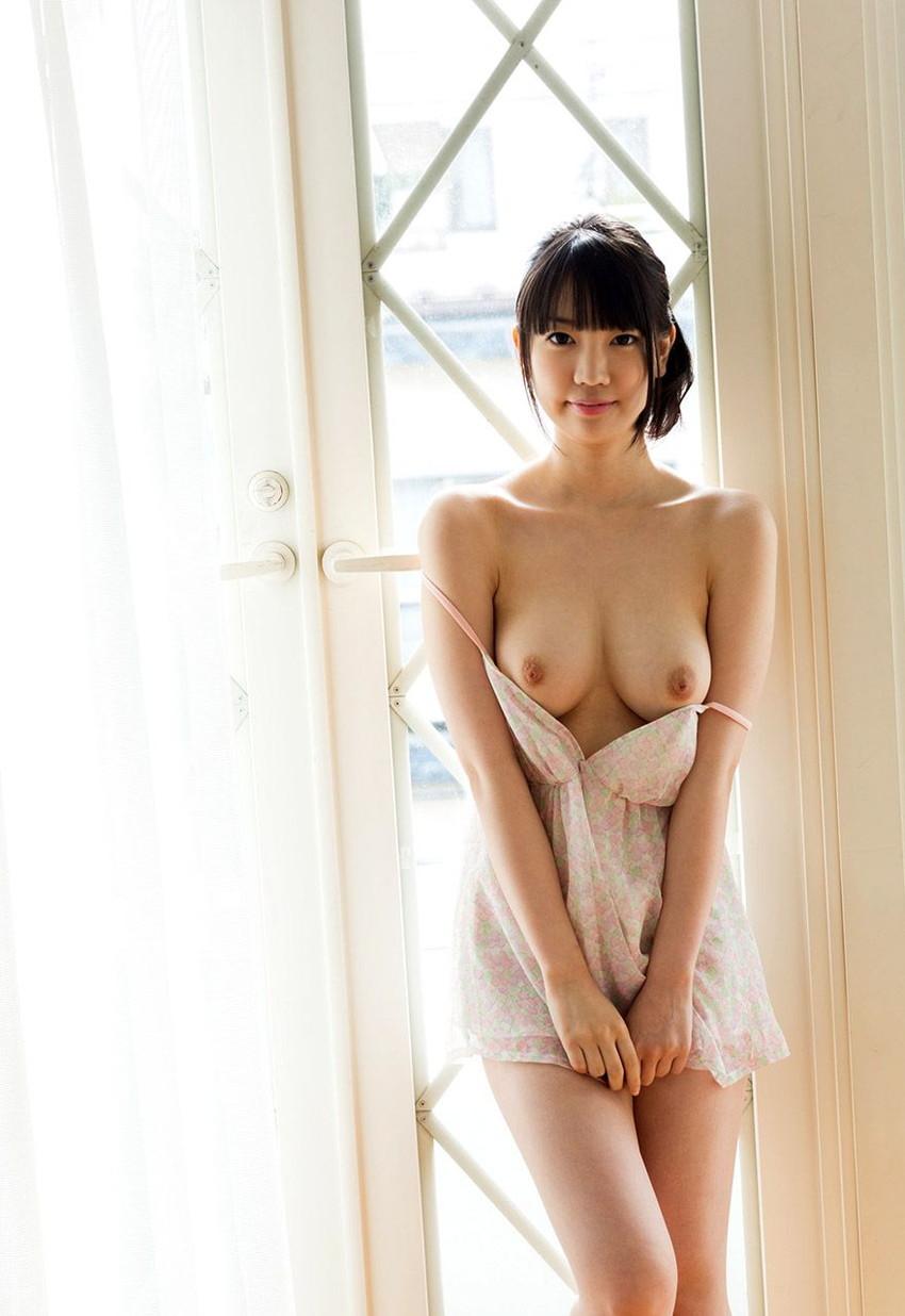 【鈴木心春エロ画像】引退惜しまれるスレンダー美巨乳美少女・鈴木心春!