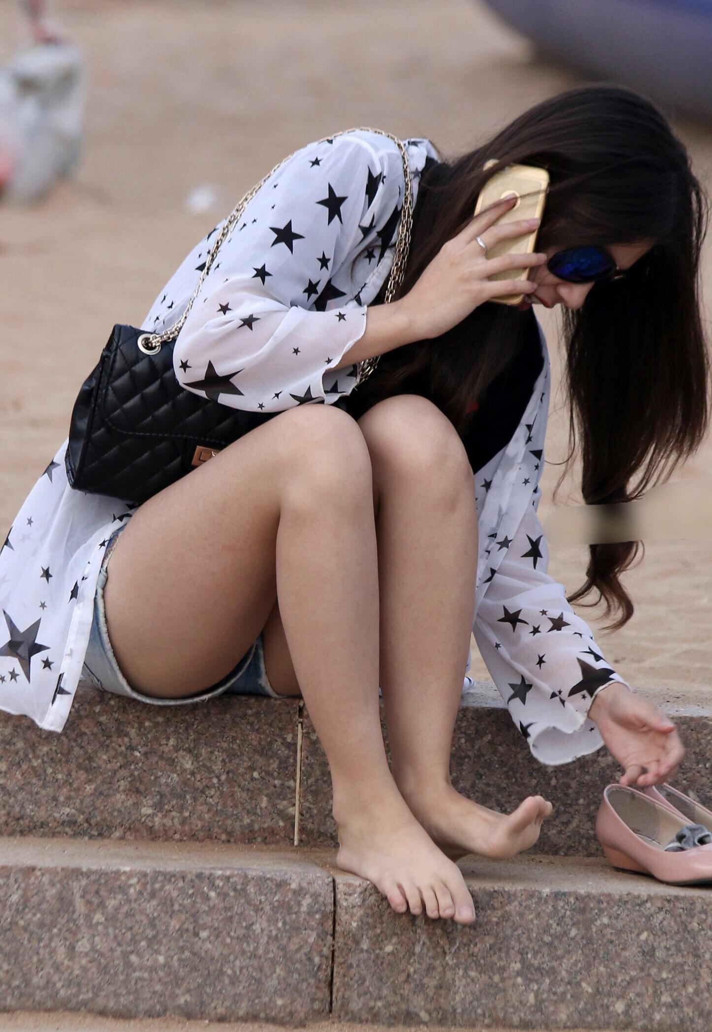 【美脚エロ画像】夏まで待てない!街行くムッチリ生美脚を追いかけて(;^ω^)
