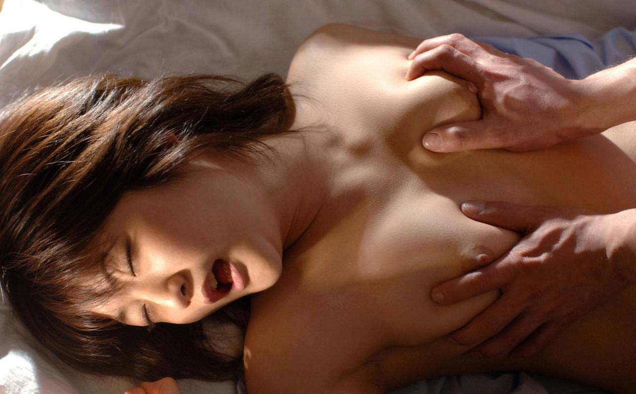 【乳揉みエロ画像】触らないで行為などあり得ない!揉まれるべくして揉まれる生乳(;^ω^)