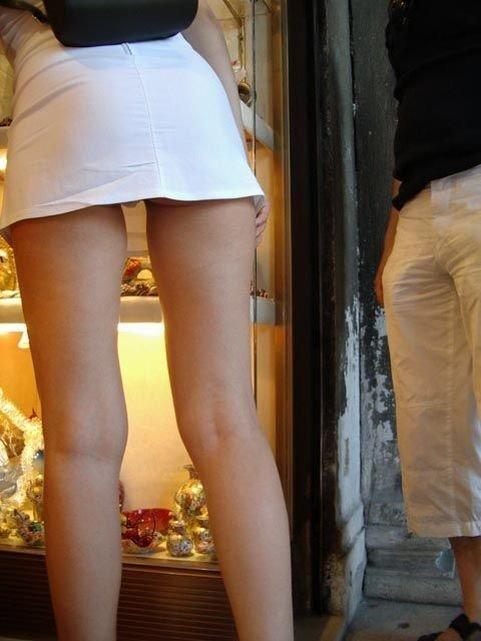 【ミニスカエロ画像】常にパンチラの誘惑が漂っているミニスカ下半身!(;・∀・)