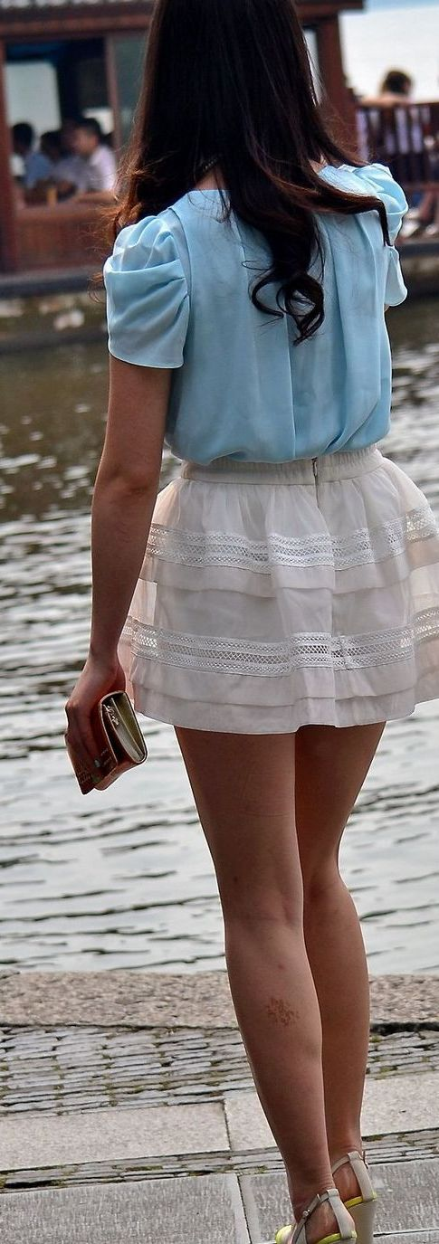 【美脚エロ画像】歩きながら輝かせている街角素人たちの素晴らしき美脚特集!(;゚∀゚)=3