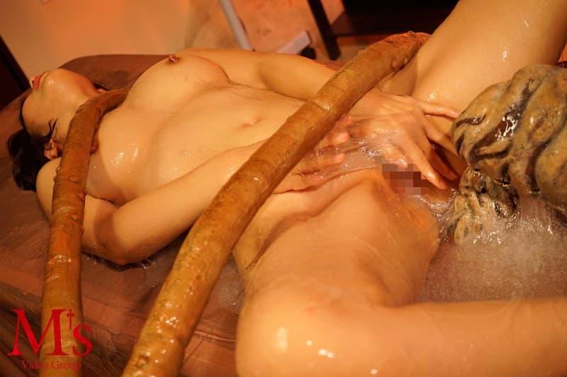 【触手エロ画像】二次だからこそウケるため実写では微妙な触手の女体蹂躙(;^ω^)