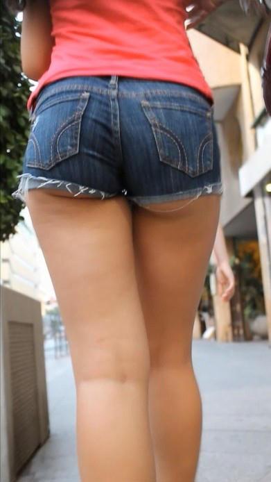 【着尻エロ画像】挑発としか思えないハミ尻かました街角ホットパンツ女子特集!