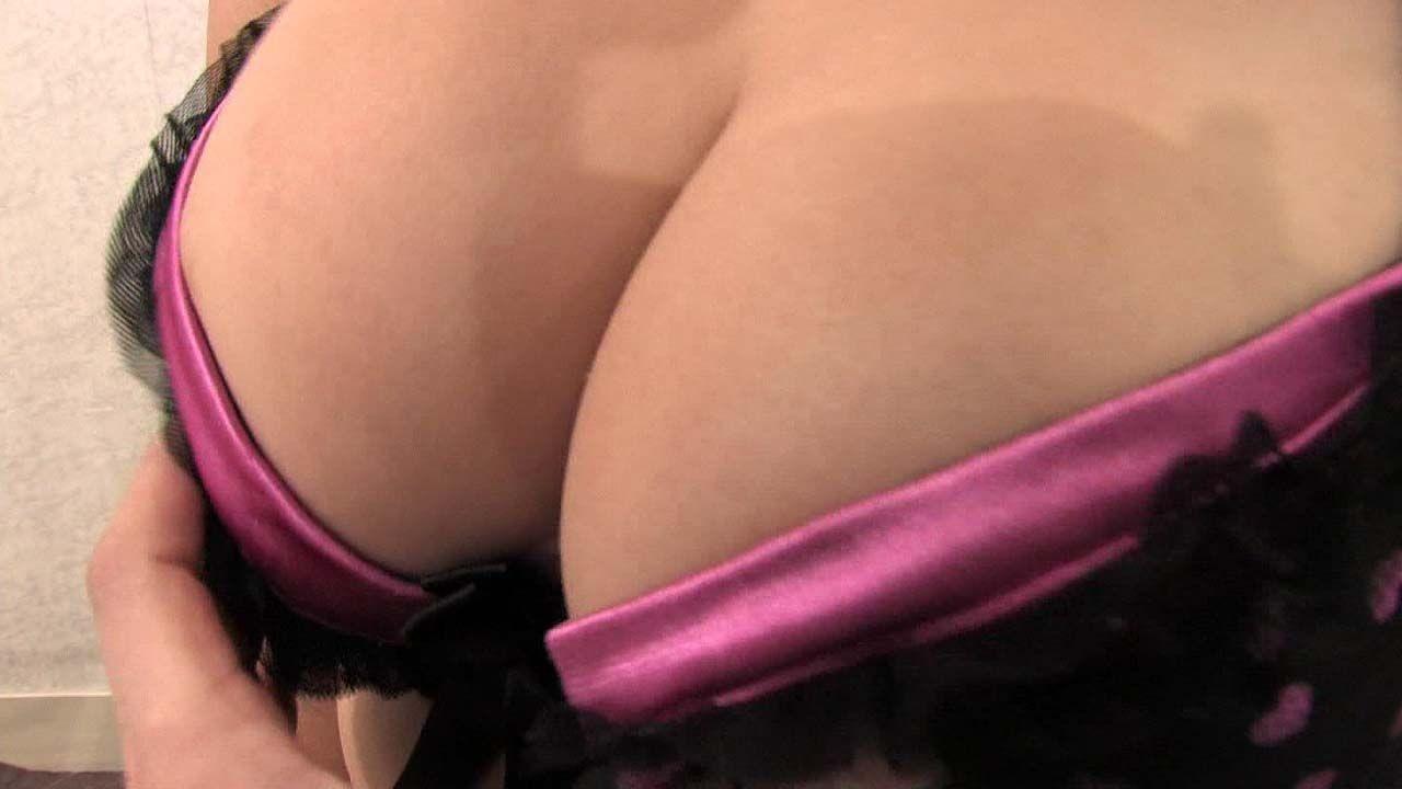 【谷間エロ画像】挟まれずにはいられない肉感たっぷりたわわな乳の谷間特集!(;゚∀゚)=3