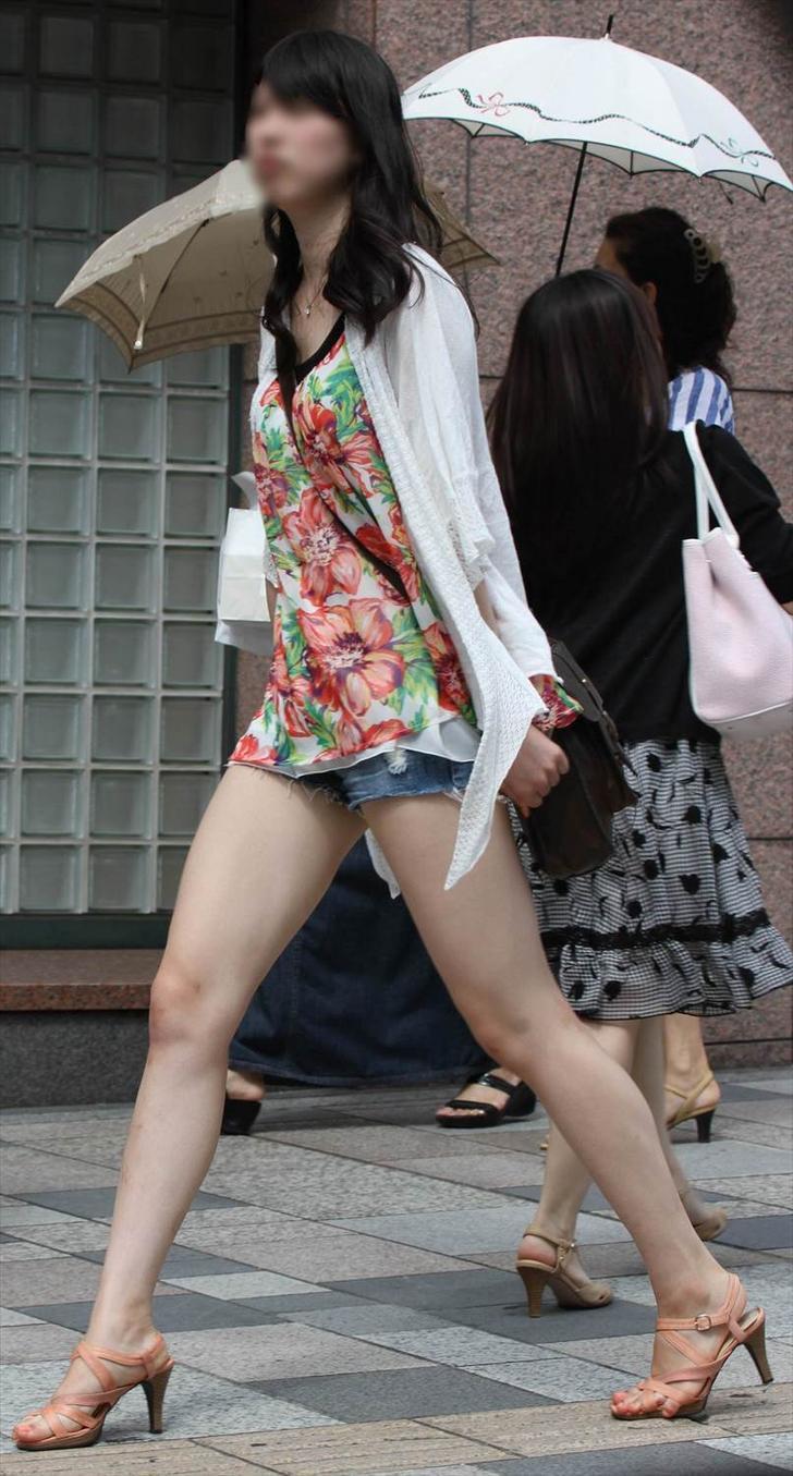 【太ももエロ画像】太いからこそ魅力を感じる女のムッチリ太もも!(;・∀・)