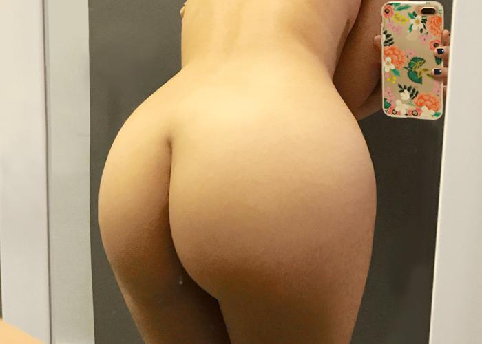 【美尻エロ画像】美尻を見せびらかさずにはいられなかった女神たちの後ろ向き自撮り!(゚A゚;)