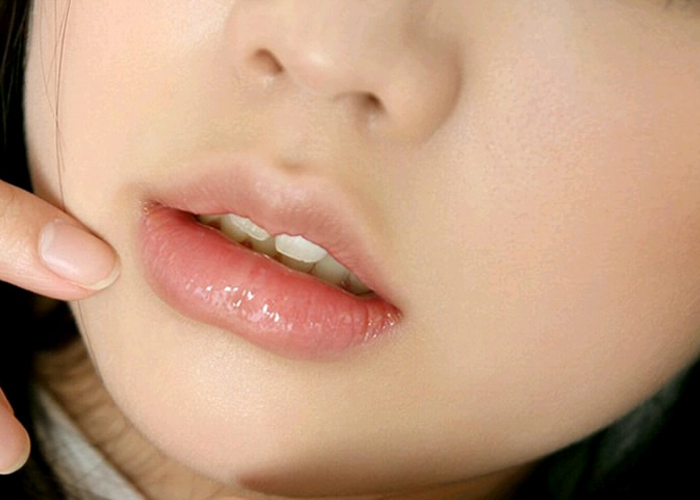 【唇フェチエロ画像】キスしただけで勃っちゃいそうな…色香強い美女の唇!(;・∀・)