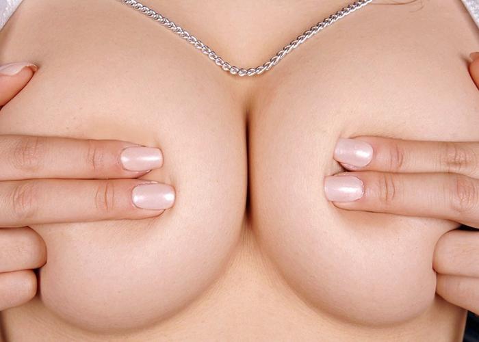 乳首はお預け手ブラおっぱいのエロ画像