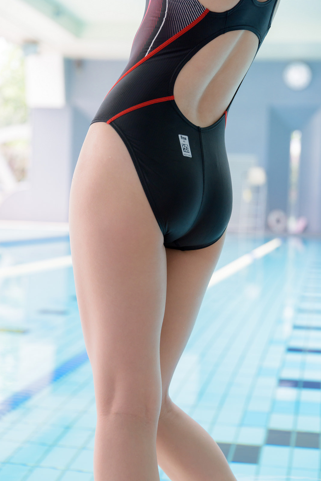 【競泳水着エロ画像】窮屈そうなのが欲望を煽り立てる競泳水着尻!(;・∀・)