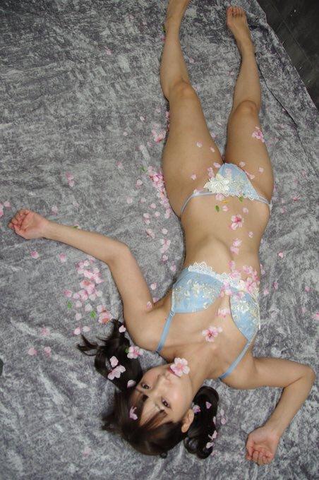 【あけみみうエロ画像】くびれと巨尻のラインが自慢な美少女・あけみみう!(;´Д`)