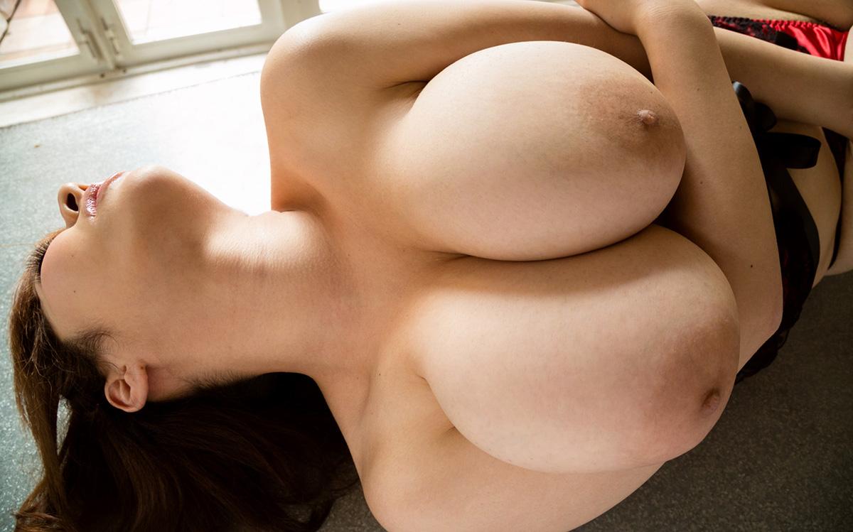 【乳頭エロ画像】余すことなく舐めしゃぶりたい!下品っぽいのが良いデカ乳輪(;・∀・)