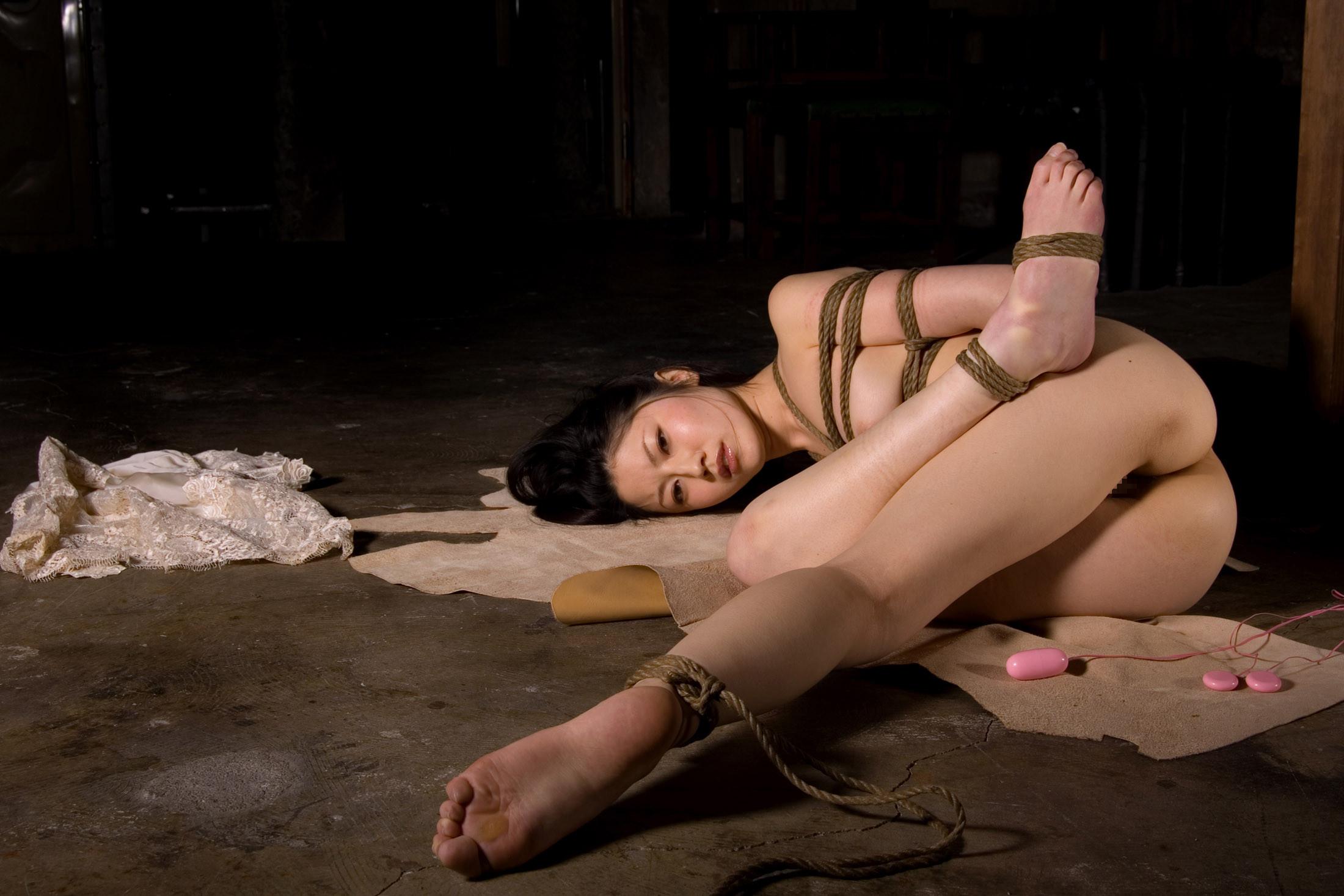 【SMエロ画像】苦痛の中にも心地よさが…美人たちの官能的縄化粧!(;・∀・)