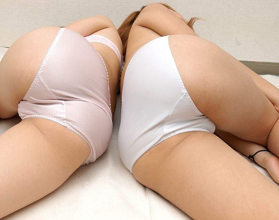 【下着エロ画像】パンチラとは違う雰囲気を醸し出すおパンツだけの下半身!(;・∀・)