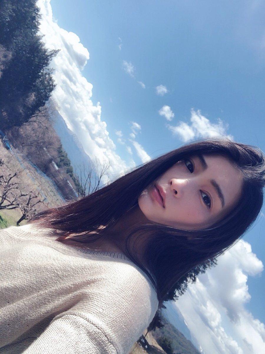 【本庄鈴エロ画像】1万人予約達成しデビューした長身クールビューティー・本庄鈴!