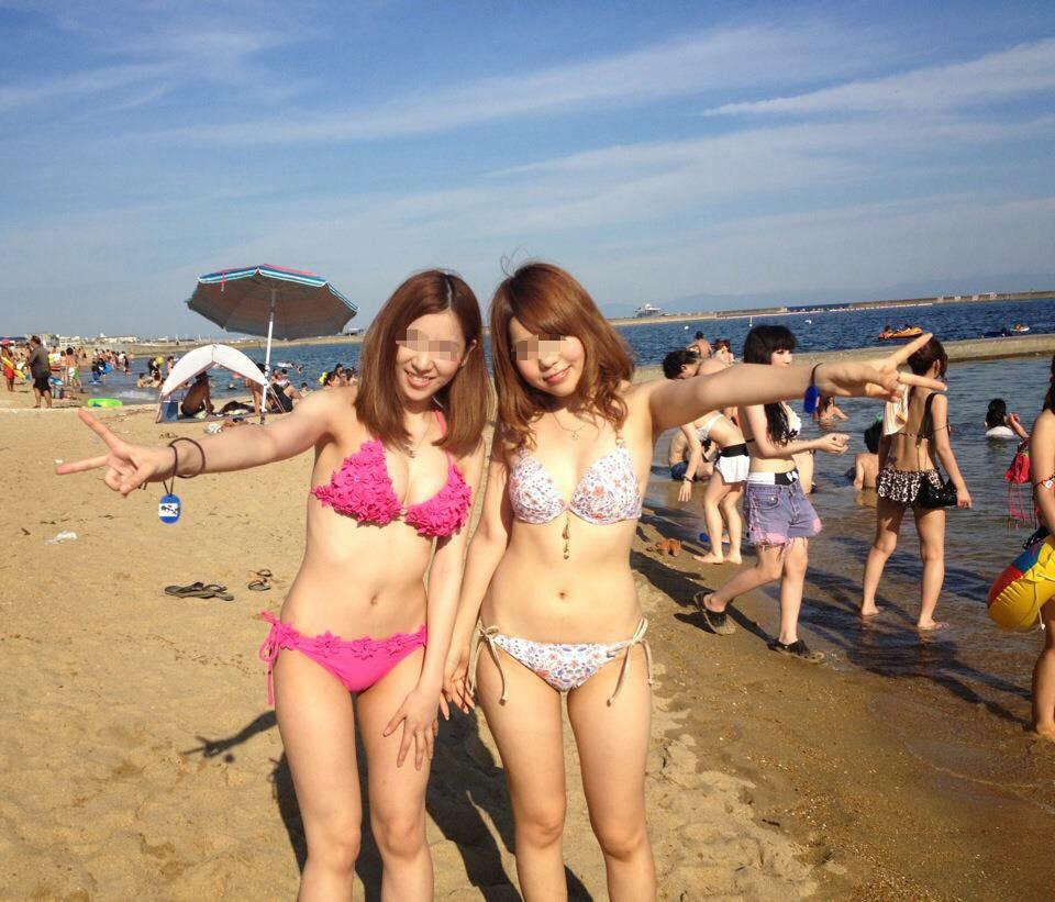 【水着エロ画像】たわわな乳をセクシー水着で強調するビーチのギャル達!