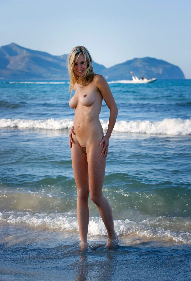 【海外エロ画像】全方位すっぽんぽん!こっそり撮られたヌーディストビーチの美女たち