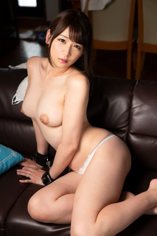 【加瀬ななほエロ画像】可愛らしいと見せかけて痴的な女教師・加瀬ななほ!