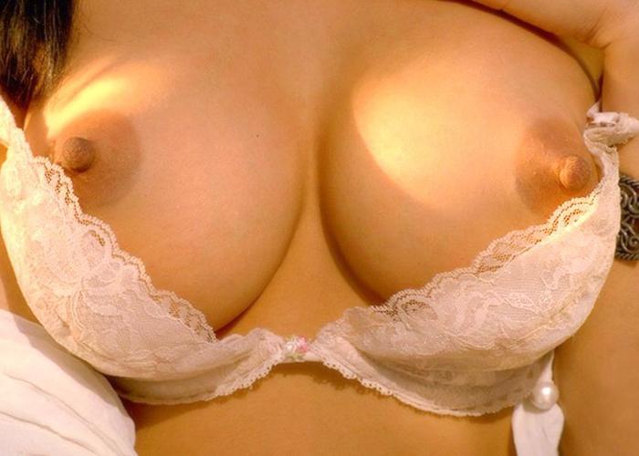 【自撮りエロ画像】プロを超えた逸材も!?エッチな女神たちの自撮り乳