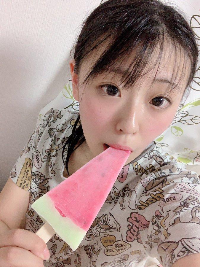 【さとう愛理エロ画像】ミニマムボインに長い舌!ロリ系美少女・さとう愛理!